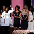 Samira Wiley, Adrienne C. Moore, Danielle Brooks, Lorraine Toussaint, Laverne Cox, Vicky Jeudy et Uzo Aduba reçoivent le Vanguard Award lors de la 8e cérémonie annuelle Essence Black Women in Hollywood à Los Angeles, le 19 février 2015.