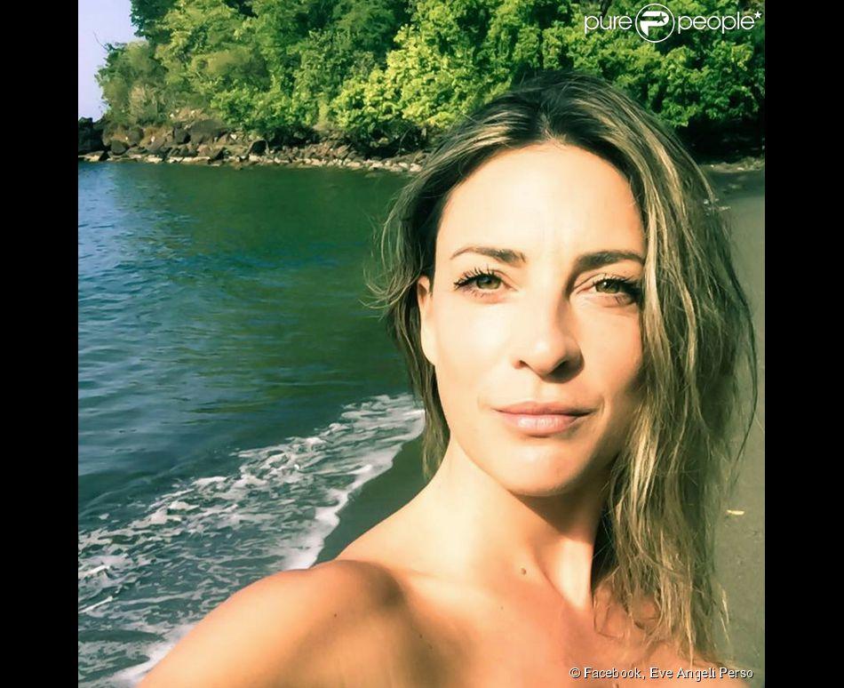 Eve Angeli sublime au bord de la mer.