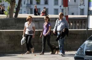 PHOTOS EXCLUSIVES : Natalie Portman, une célibataire qui se console à Paris avec papa et maman...