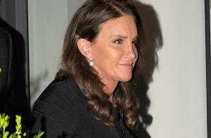 Caitlyn Jenner : Robe moulante et talons aiguilles, la star rayonne