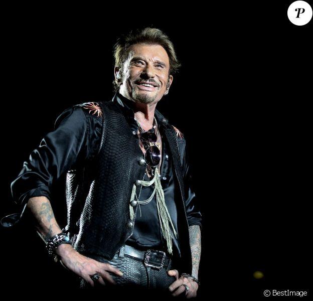 Exclusif - Johnny Hallyday sur scène lors de son premier concert, aux arènes de Nîmes le 2 juillet 2015.