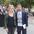 Alysson Paradis (enceinte) et son compagnon Guillaume Gouix arrivent au Grand Palais pour le défilé Chanel (collection haute couture automne-hiver 2015-2016). Paris, le 7 juillet 2015.