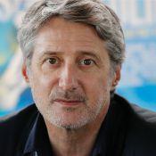 Antoine de Caunes : Débarqué du Grand Journal, il réagit enfin !