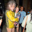 Miley Cyrus et Wayne Coyne, du groupe Flaming Lips, à la sortie d'un club dans le quartier de Soho House à New York, le 17 juin 2015