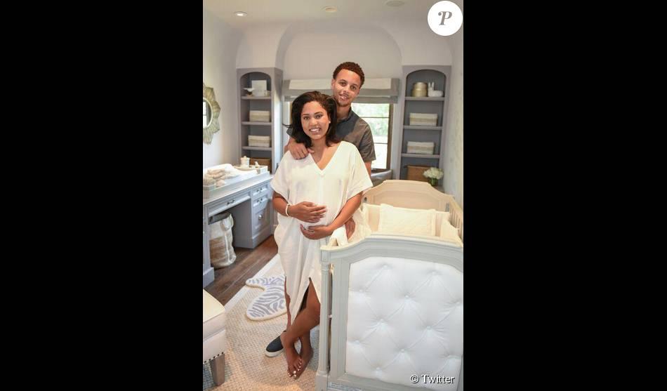 Stephen Curry et sa femme Ayesha, enceinte, en juin dans la chambre de bébé prévue pour leur seconde fille. La petite Ryan Carson est née le 10 juillet 2015.
