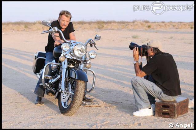 Johnny Hallyday, ténébreux pour un shooting pour son prochaine album