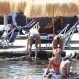 Alicia Vikander profite de la plage lors du festival du film et de musique à Ischia le 17 juillet 2015.