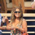 Mariah Carey manque de chuter dans l'escalier de l'Arctic le 1er juillet 2015.