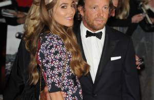 Guy Ritchie bientôt marié ? Sa belle Jacqui dévoile sa robe de mariée...