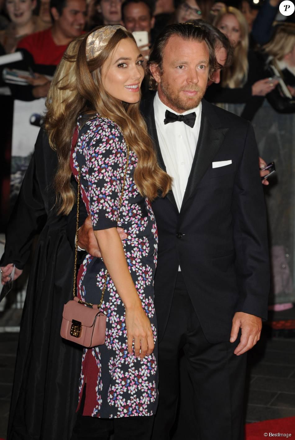 """Guy Ritchie et sa fiancée Jacqui Ainsley - Arrivée des people à la première du film """"Fury"""" lors de la cérémonie de clôture du 58e BFI London Film Festival à Londres, le 19 octobre 2014."""