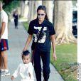 Angelina Jolie et le petit Maddox à Beverly Hills le 29 septembre 2003