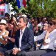Louis Nègre, le maire de Cagnes-sur-Mer, Maud Fontenoy, Nicolas Sarkozy avec sa femme Carla Bruni-Sarkozy et Eric Ciotti, le président du conseil départemental des Alpes-Maritimes, lors d'une rencontre entre les élus et les militants du parti Les Républicains au jardin Albert 1er de Nice le 19 juillet 2015