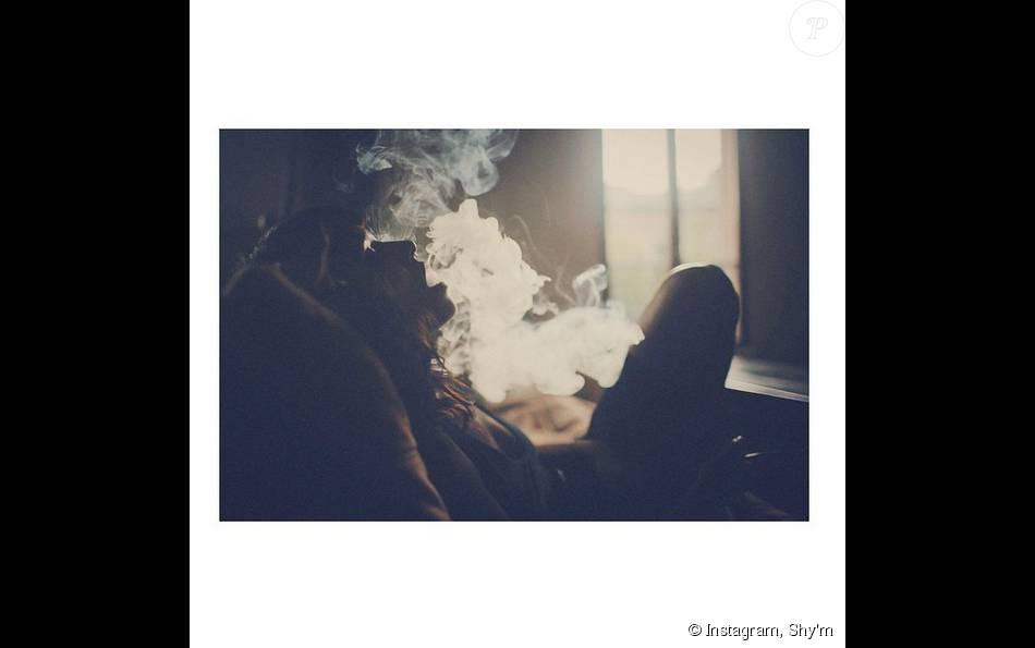 Shy'm et la fumée, le 22 août 2015.