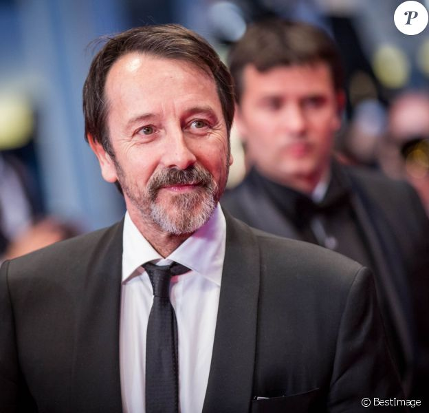 "L'acteur Jean-Hugues Anglade - Montée des marches du film ""Shan He Gu Ren"" (Mountains May Depart) lors du 68e Festival International du Film de Cannes, à Cannes le 20 mai 2015."