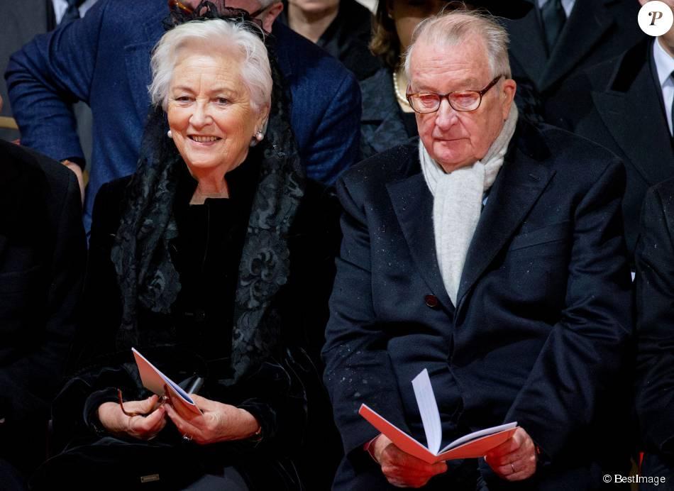 La reine Paola et le roi Albert II de Belgique lors des obsèques de la reine Fabiola de Belgique en la cathédrale des Saints Michel et Gudule à Bruxelles le 12 décembre 2014