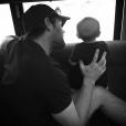 Le mari de Carrie Underwood et leur fils / photo postée sur le compte Instagram de la chanteuse au mois d'août 2015.