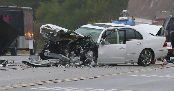 photo de l 39 accident de voiture dans lequel tait impliqu caitlyn jenner malibu le 7 f vrier. Black Bedroom Furniture Sets. Home Design Ideas