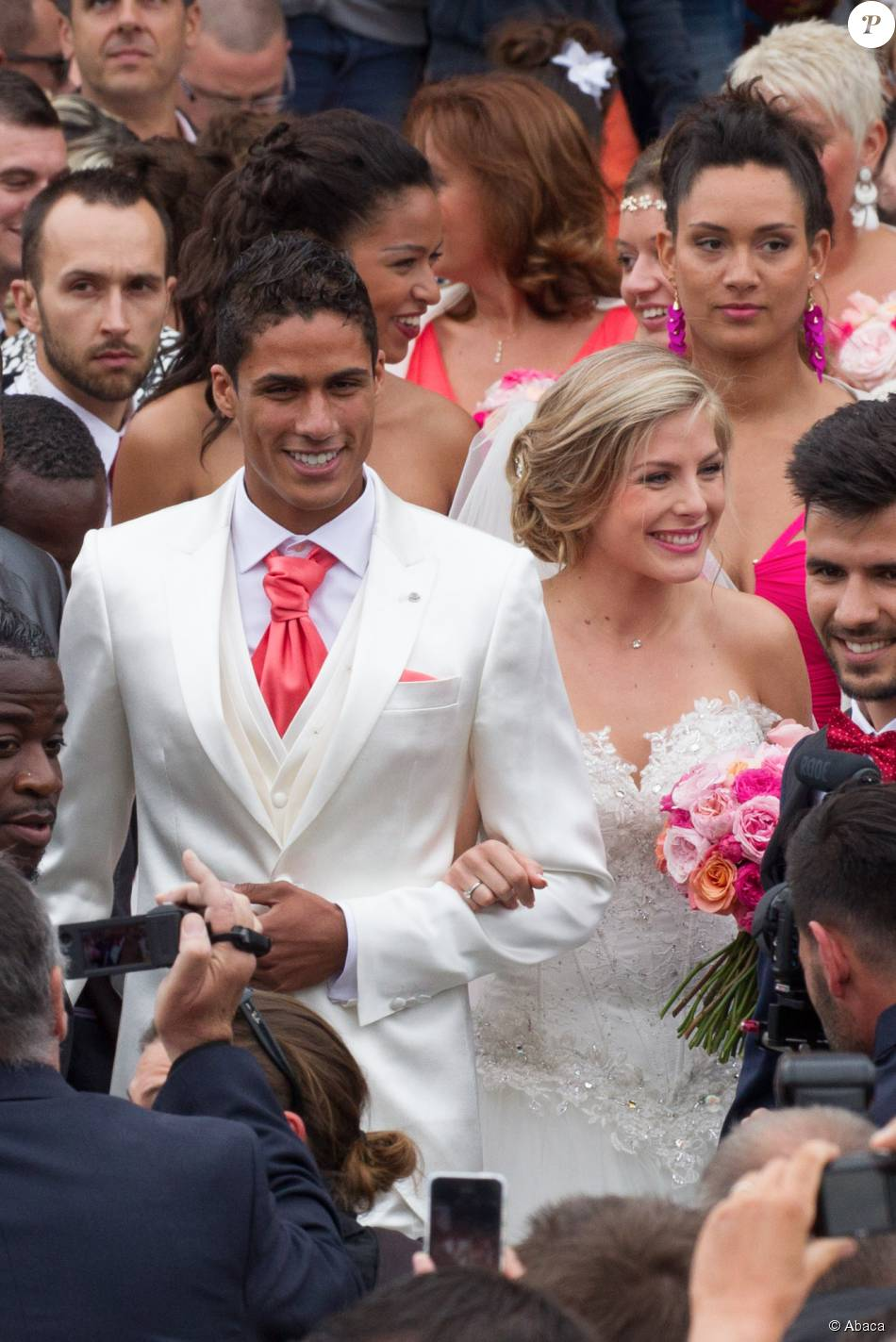 "Bien-aimé Raphaël Varane à son mariage : ""Ma famille ne m'avait jamais vu  DF19"