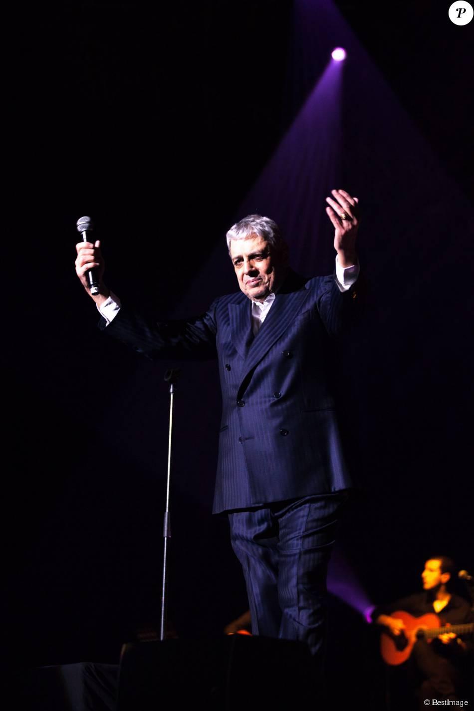 Enrico Macias en concert au Cannet, le 28 mars 2015