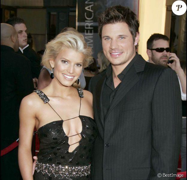 Jessica Simpson et Nick Lachey à la 32e cérémonie des American Music Awards le 14 novembre 2004 à Los Angeles