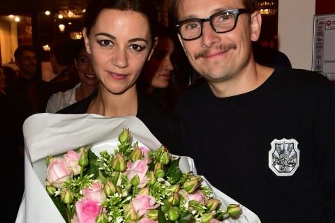 Lorant Deutsch et sa chérie sur scène applaudis par Yannick Noah et sa femme