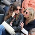 Michèle Laroque et sa fille Oriane aux Internationaux de France de tennis de Roland Garros à Paris, le 29 mai 2014.