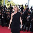 """Michèle Laroque - Montée des marches du film """"Deux jours, une nuit"""" lors du 67e Festival du film de Cannes le 20 mai 2014."""