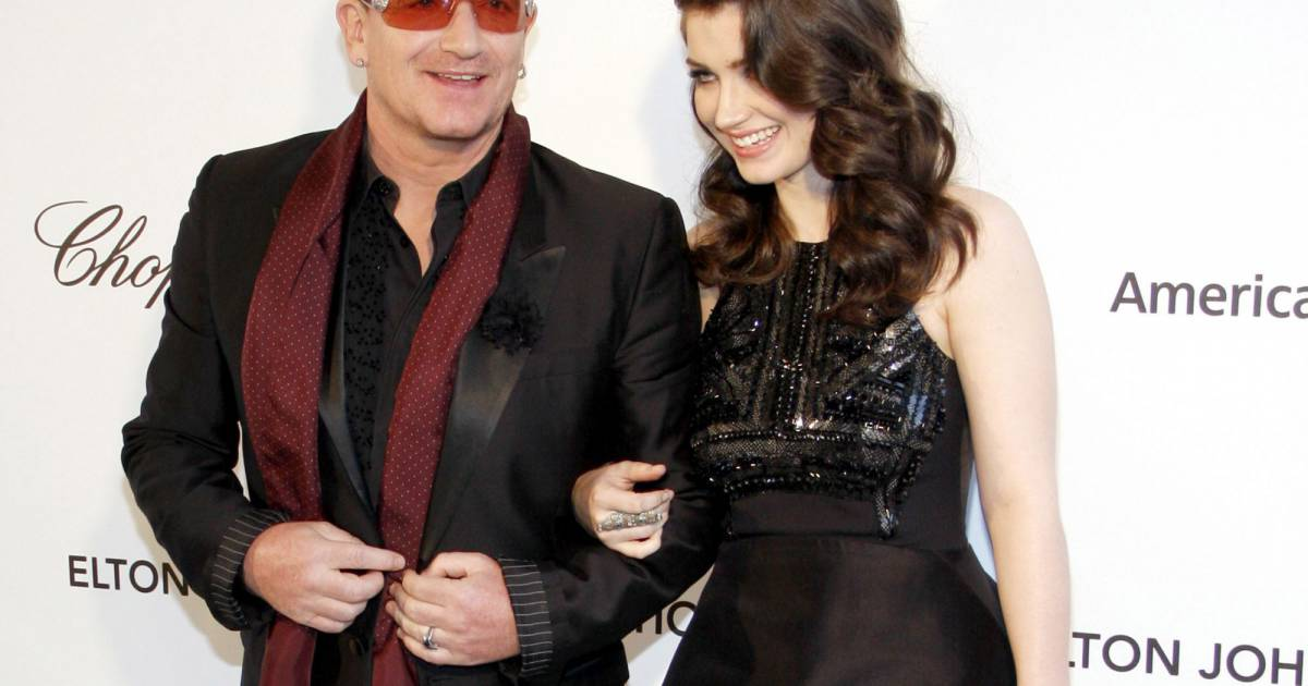 bono et sa fille eve hewson au gala d 39 elton john contre le sida los angeles le 24 f vrier. Black Bedroom Furniture Sets. Home Design Ideas