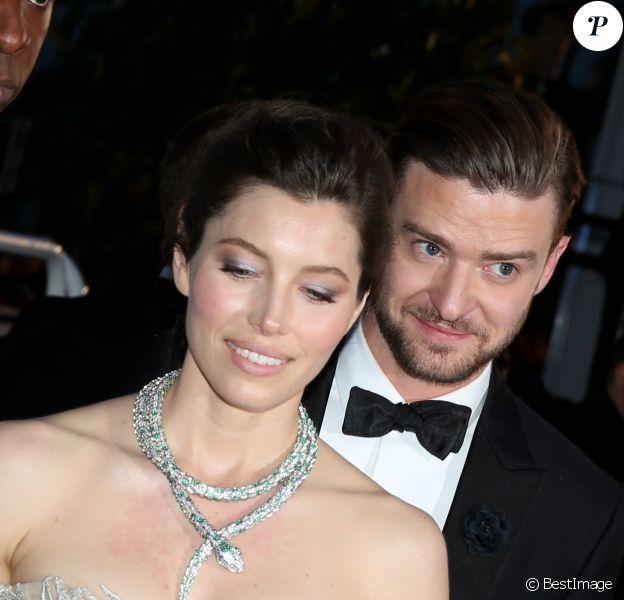 """Jessica Biel et Justin Timberlake - Descente des marches du film """"Inside Llewyn Davis"""" lors du 66eme festival du film de Cannes, le 19 mai 2013."""