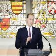 Le prince William, duc de Cambridge, prononçant le19 octobre 2015 au King's College de Londres un discours enregistré pour l'émission chinoise Let's Talk sur CCTV1 à propos du combat contre le commerce illégal des espèces menacées qui provoque la mort de 20 000 éléphants par an et verra, à ce rythme, leur extinction ainsi que celles des rhinocéros d'ici 25 ans.