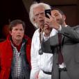 Marty McFly et Doc Brown prennent un selfie avec Jimmy Kimmel le 21 octobre 2015. (capture d'écran)