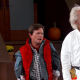 Michael J. Fox et Christopher Lloyd dans les costumes de Marty McFly et Doc Brown pour le véritable Retour vers le Futur lors du Jimmy Kimmel Live le 21 octobre 2015. (capture d'écran)