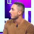 Vivian répond à une interview pour  Non Stop People . Il se confie sur sa relation avec Nathalie. Octobre 2015.