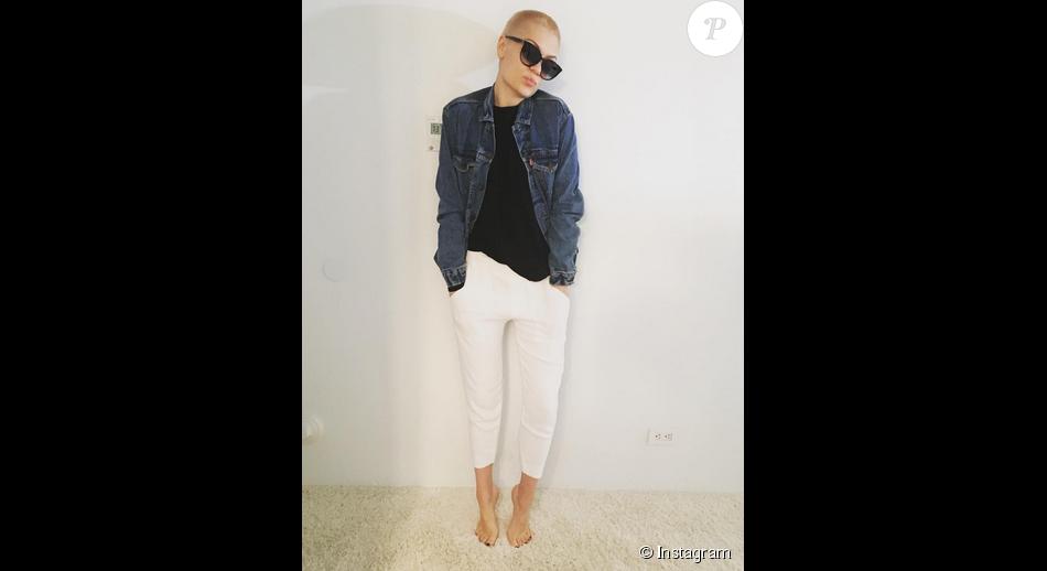 Jessie J prend la pause et dévoile sa nouvelle tête complètement chauve / photo postée sur le compte Instagram de la chanteuse.