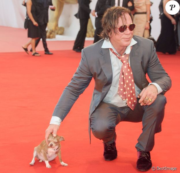 Mickey Rourke et son chien Loki à Venise en septembre 2008.