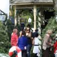 """Mariah Carey sur le tournage de son nouveau film """"A Christmas Melody"""" avec Lacey Chabert à Cincinnati dans l'Ohio, le 8 octobre 2015."""