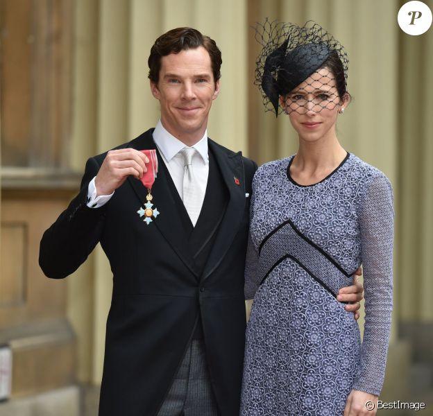 Benedict Cumberbatch, accompagné de sa femme Sophie Hunter, a reçu la médaille de l'Ordre de l'Empire britannique, au palais de Buckingham à Londres le 10 novembre 2015.