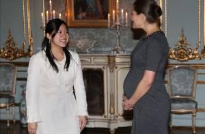 Victoria de Suède, enceinte : Un ventre bien rond devant la princesse Ayako