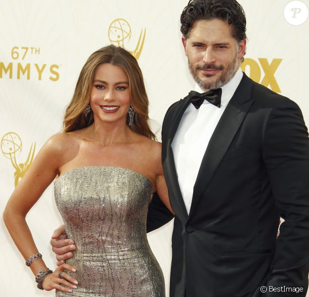 Sofia Vergara et son compagnon Joe Manganiello - Photocall des 67ème Emmy Awards au Théatre Microsoft de Los Angeles le 20 septembre 2015