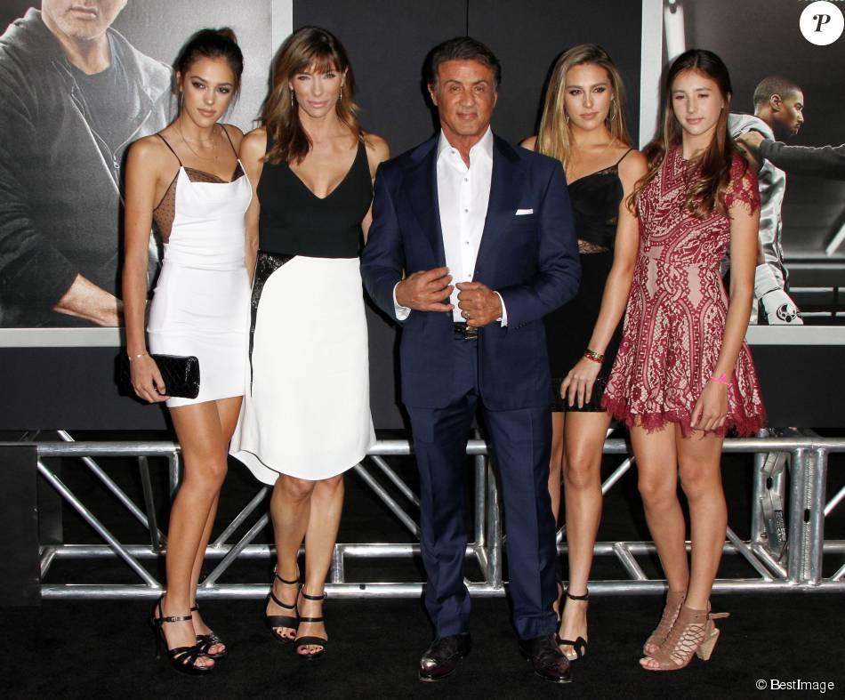 Sylvester Stallone avec sa femme Jennifer Flavin et ses filles Sistine, Sophia, Scarletà la première de Creed au théâtre Regency Village à Westwood, le 19 novembre 2015.
