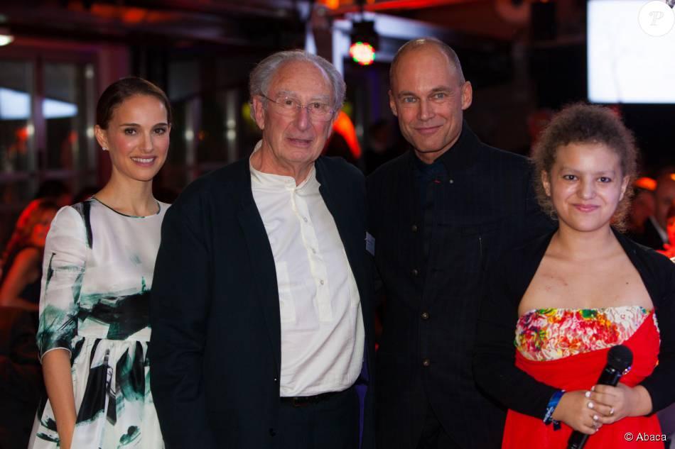 Natalie Portman, le président de Make-a-Wish France le Pr. Alain Pierre Kahn, Bertrand Piccard et Laura - Gala du 10e anniversaire de l'association Make-a-Wish Gala aux Yachts de Paris le 19 novembre 2015