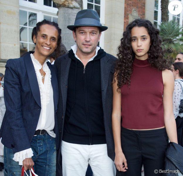 Karine Silla, Vincent Perez et leur fille Iman Perez - Défilé Bonpoint à l'Orangerie du Jardin du Luxembourg à l'occasion des 40 ans de la marque le 3 octobre 2015