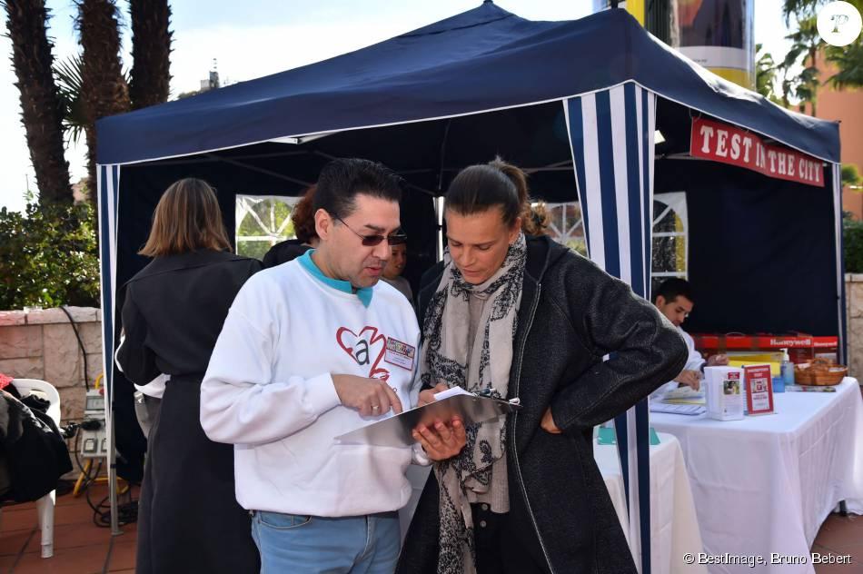 La princesse Stéphanie de Monaco a accompagné le lancement de l'opération de dépistage du VIH Test in the City sur la promenade Honoré II devant le centre commercial de Fontvieille à Monaco le 25 novembre 2015. © Bruno Bebert / BestImage