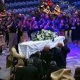 Le cercueil, suivi par la veuve et les fils de Jonah Lomu, a été porté au son d'un haka. Jonah Lomu, mort à 40 ans le 18 novembre 2015, a reçu le 28 novembre 2015 à Auckland l'hommage de la communauté des Iles du Pacifique lors d'une cérémonie traditionnelle à l'occasion de la Journée de la famille.