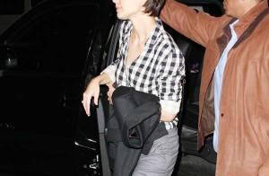 REPORTAGE PHOTOS : Katie Holmes, attention, tu marches sur ton pantalon !