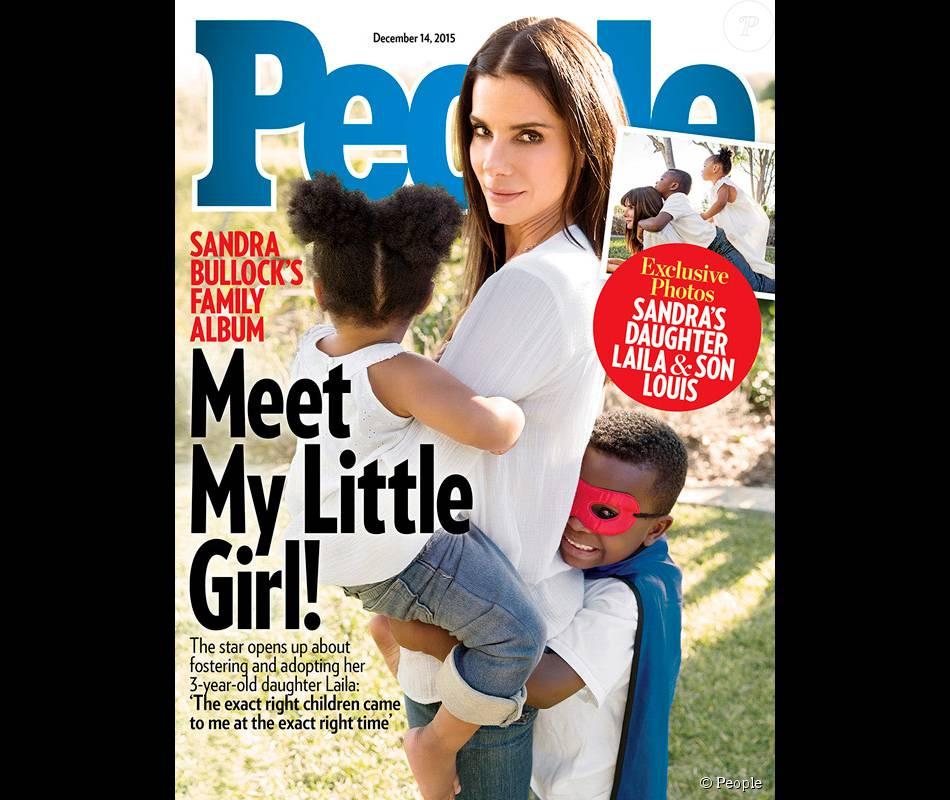 Sandra Bullock pose en couverture de People avec son fils Louis et sa fille Laila, fraîchement adoptée.