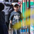 Sandra Bullock va chercher son fils Louis à la sortie de l'école à Los Angeles le 5 mars 2015.