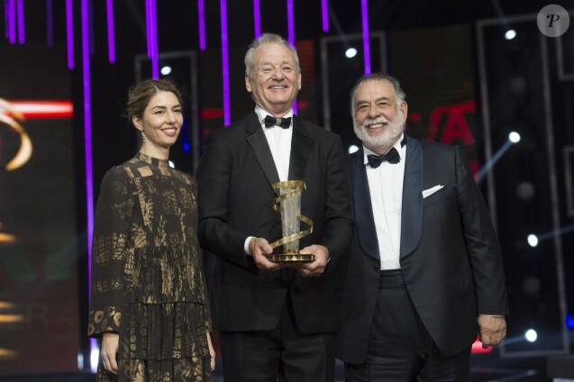 Bill Murray pose avec son prix d'honneur, avec Sofia Coppola et Francis Ford Coppola - Cérémonie d'ouverture du 15ème festival international du film de Marrakech au Maroc le 4 décembre 2015.