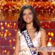 Miss Rhône-Alpes - Les 12 finalistes défilent, lors de l'élection Miss France 2016 le samedi 19 décembre 2015 sur TF1