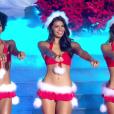 Les 12 finalistes défilent en Mère Noël sexy, lors de l'élection Miss France 2016 le samedi 19 décembre 2015 sur TF1